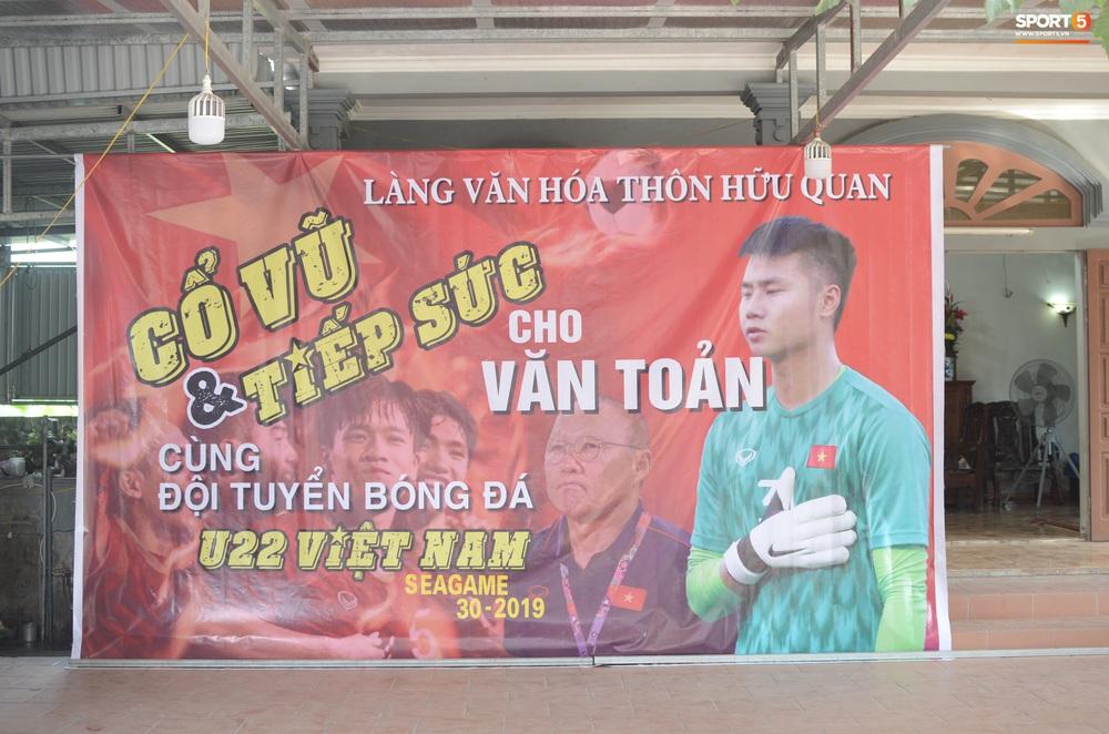 Gia đình thủ môn U22 Việt Nam, Nguyễn Văn Toản nhộn nhịp chuẩn bị cổ vũ trận chung kết SEA Games 30 - Ảnh 4.