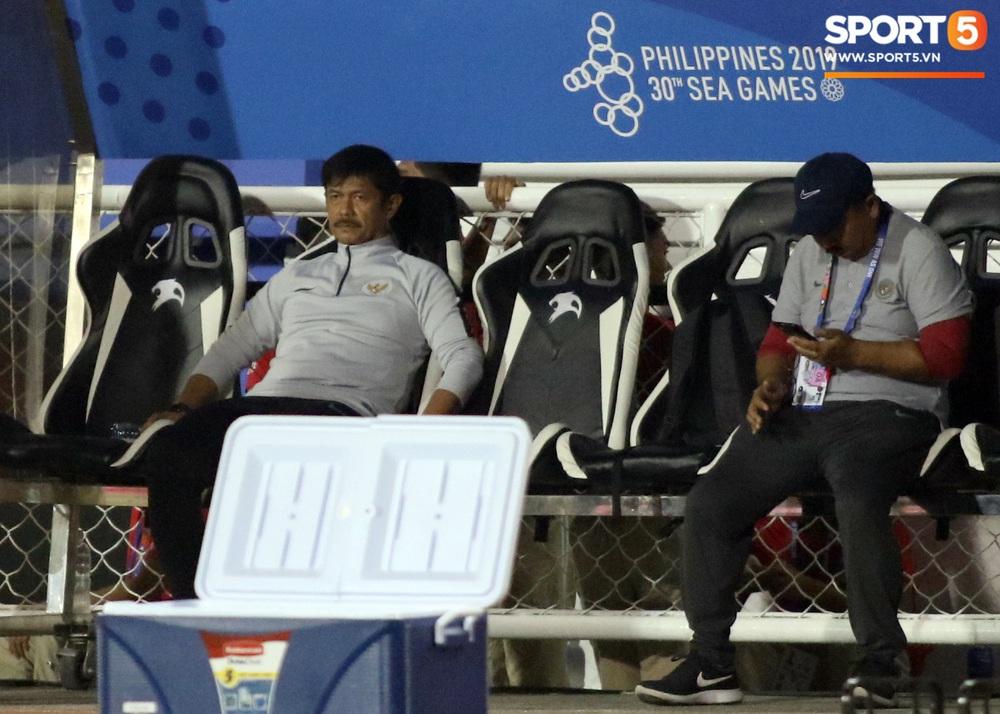 HLV Park Hang-seo cực thần thái khi Văn Hậu ghi bàn mở tỷ số ở trận chung kết SEA Games 30 - Ảnh 9.