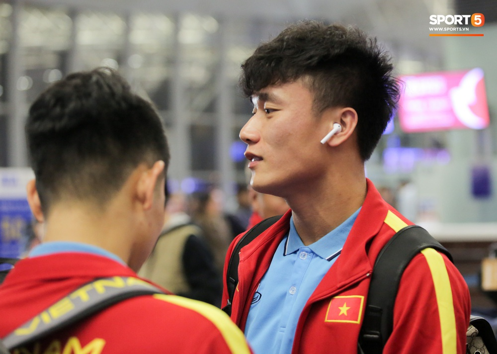 Đình Trọng, Trọng Đại thần thái ngày hội quân, U22 Việt Nam mang nguyên dàn trai đẹp sang Hàn Quốc tập huấn - Ảnh 2.
