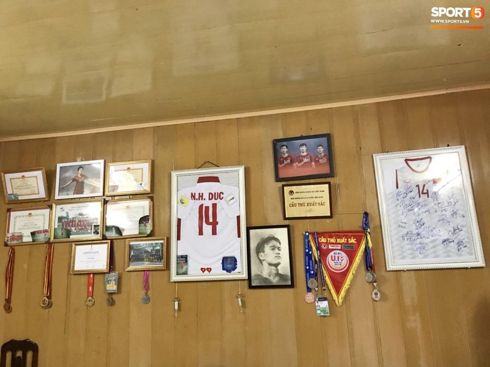 Về thăm nhà người hùng U22 Việt Nam, Nguyễn Hoàng Đức: Tràn ngập kỷ vật World Cup và những bức ảnh thời trẻ trâu hết sức dễ thương - Ảnh 3.