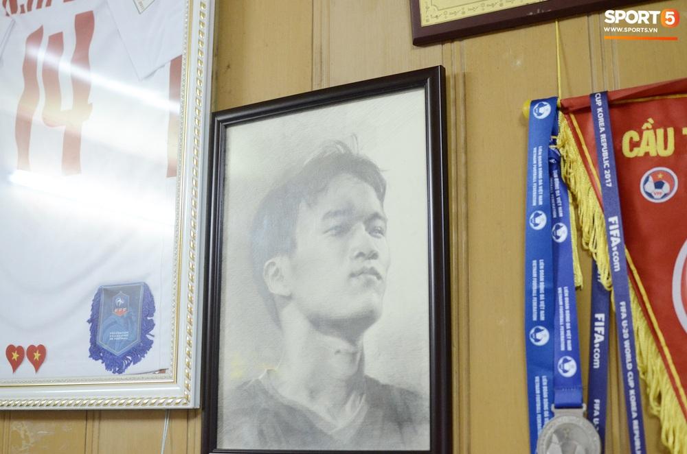 Về thăm nhà người hùng U22 Việt Nam, Nguyễn Hoàng Đức: Tràn ngập kỷ vật World Cup và những bức ảnh thời trẻ trâu hết sức dễ thương - Ảnh 16.