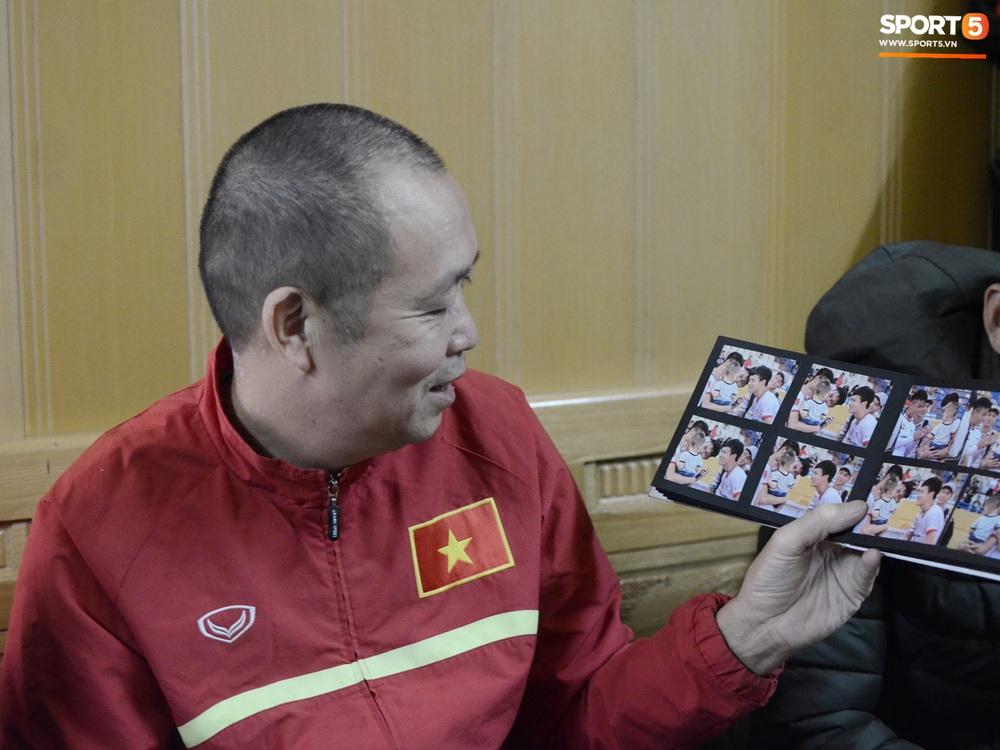 Về thăm nhà người hùng U22 Việt Nam, Nguyễn Hoàng Đức: Tràn ngập kỷ vật World Cup và những bức ảnh thời trẻ trâu hết sức dễ thương - Ảnh 15.