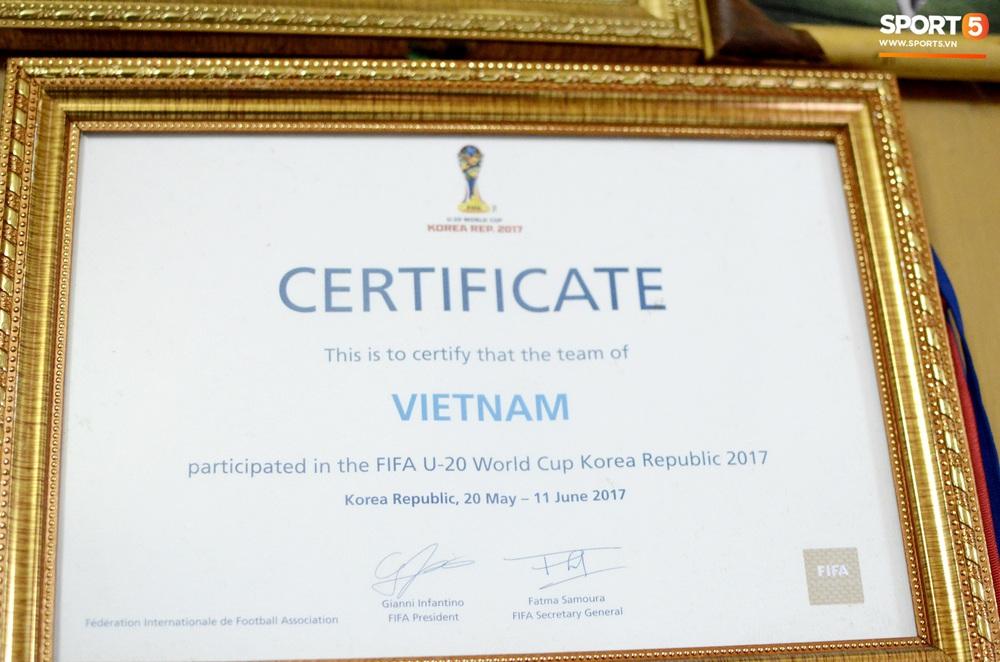 Về thăm nhà người hùng U22 Việt Nam, Nguyễn Hoàng Đức: Tràn ngập kỷ vật World Cup và những bức ảnh thời trẻ trâu hết sức dễ thương - Ảnh 7.