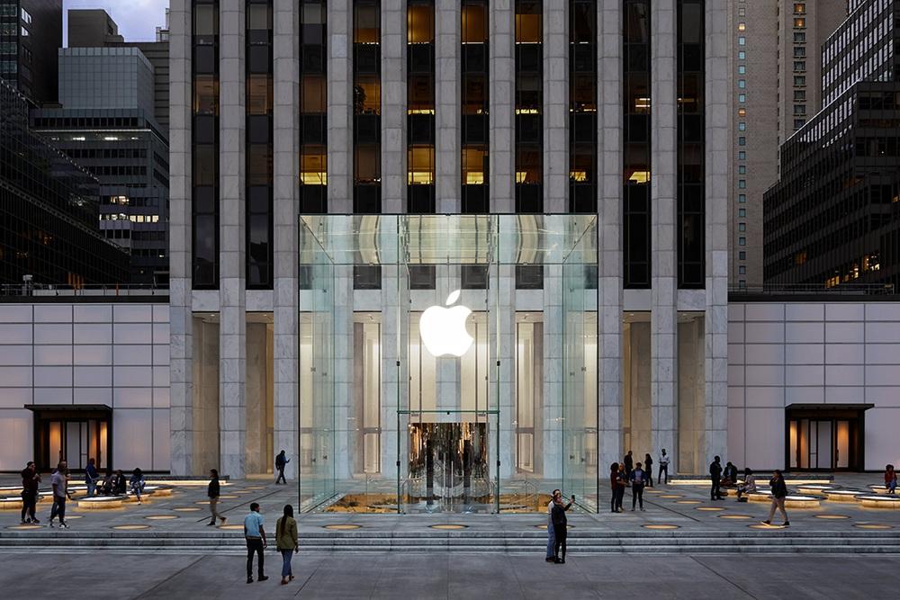 Vẻ đẹp gây nghiện của Apple Store chất nhất thế giới: Kiệt tác dưới lòng đất, hút khách hơn cả tượng Nữ thần Tự do - Ảnh 1.