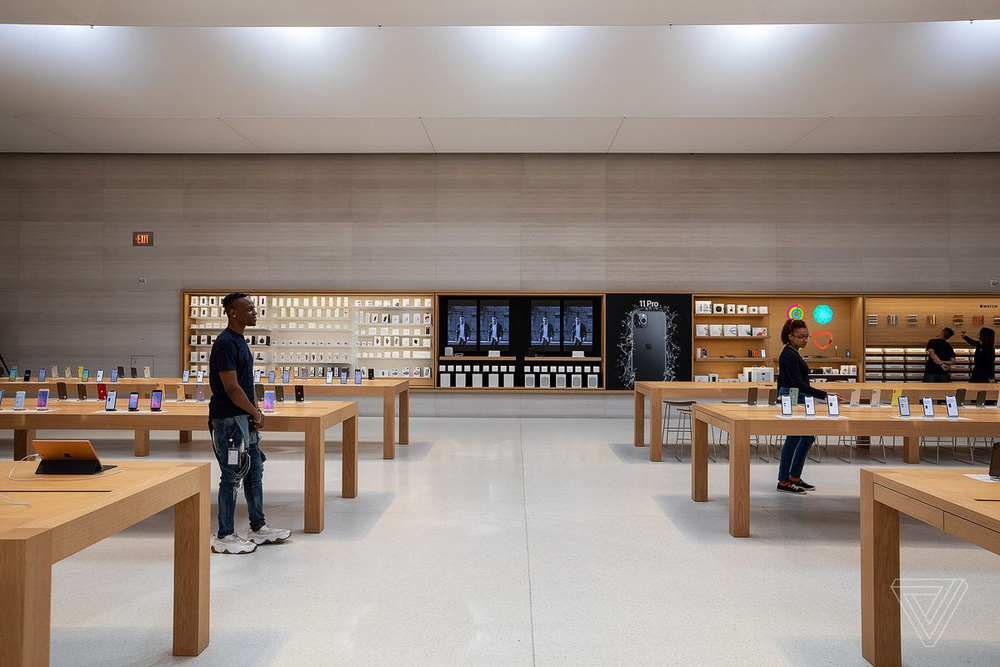 Vẻ đẹp gây nghiện của Apple Store chất nhất thế giới: Kiệt tác dưới lòng đất, hút khách hơn cả tượng Nữ thần Tự do - Ảnh 15.