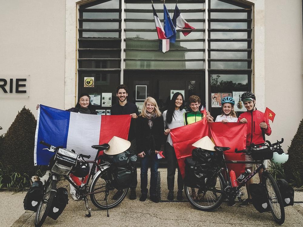Chồng Pháp vợ Việt cùng đạp xe từ nhà anh tới nhà em 16.000 km và hành trình yêu thương mang tên Nón lá - Ảnh 5.