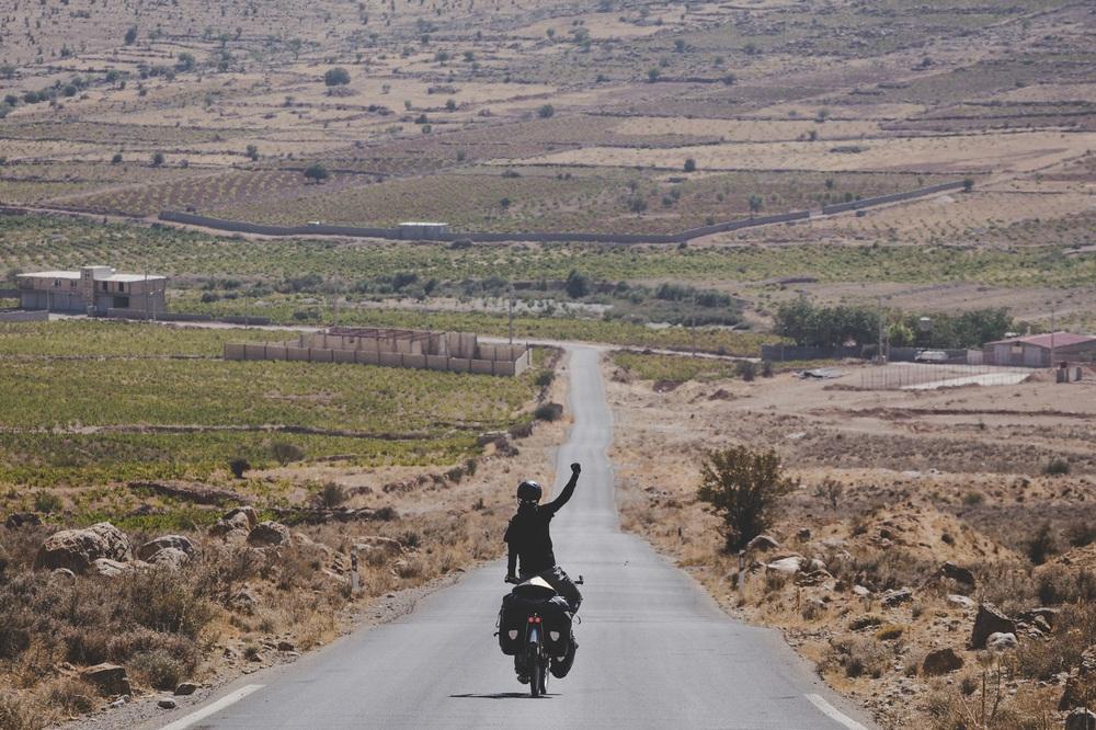 Chồng Pháp vợ Việt cùng đạp xe từ nhà anh tới nhà em 16.000 km và hành trình yêu thương mang tên Nón lá - Ảnh 19.
