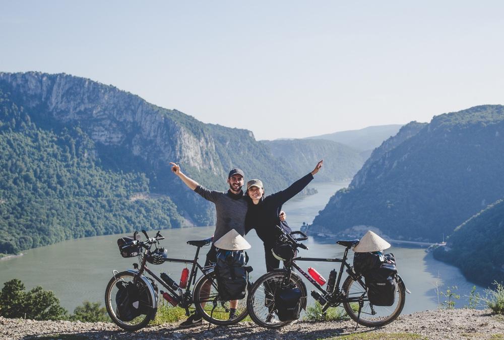 Chồng Pháp vợ Việt cùng đạp xe từ nhà anh tới nhà em 16.000 km và hành trình yêu thương mang tên Nón lá - Ảnh 20.