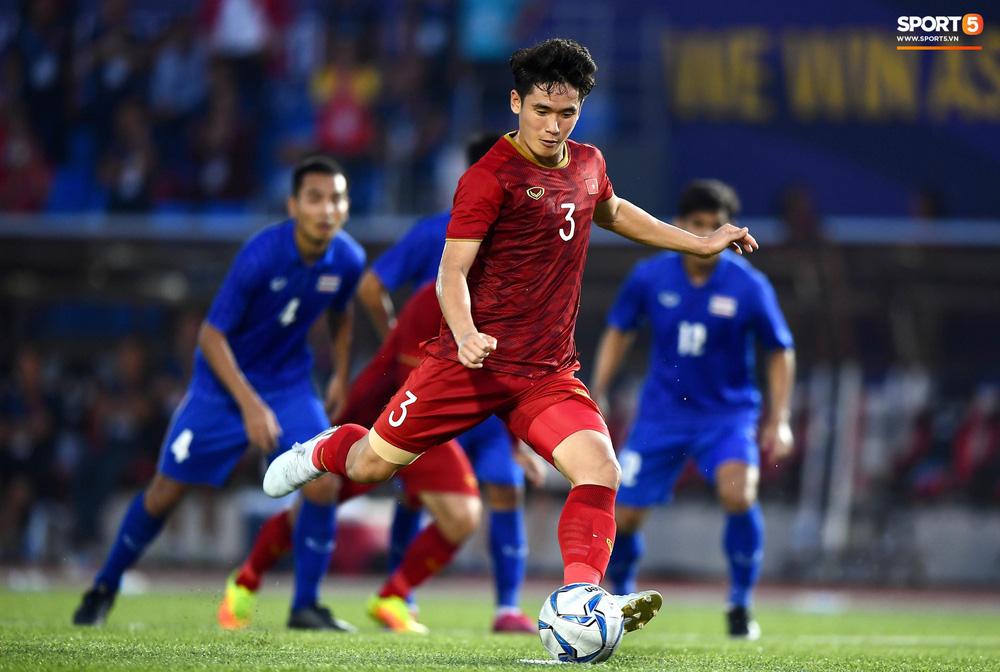 U22 Việt Nam ăn mừng đầy cảm xúc sau bàn thắng gỡ hòa 2-2 của Tiến Linh vào lưới U22 Thái Lan - Ảnh 2.