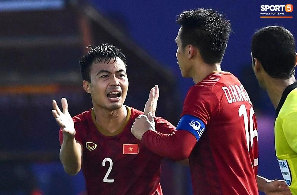 U22 Việt Nam ăn mừng đầy cảm xúc sau bàn thắng gỡ hòa 2-2 của Tiến Linh vào lưới U22 Thái Lan - Ảnh 11.