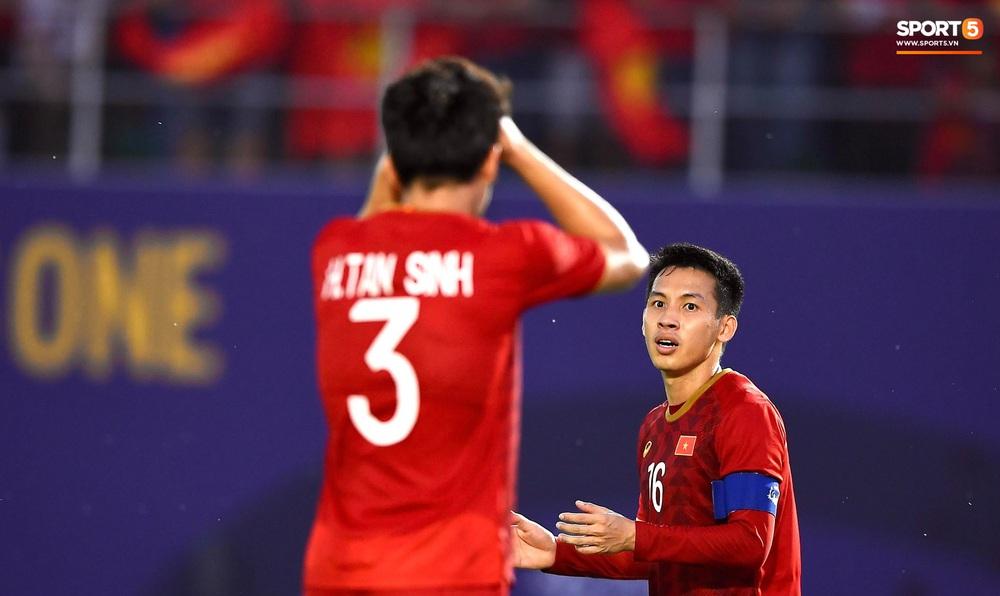 U22 Việt Nam ăn mừng đầy cảm xúc sau bàn thắng gỡ hòa 2-2 của Tiến Linh vào lưới U22 Thái Lan - Ảnh 4.