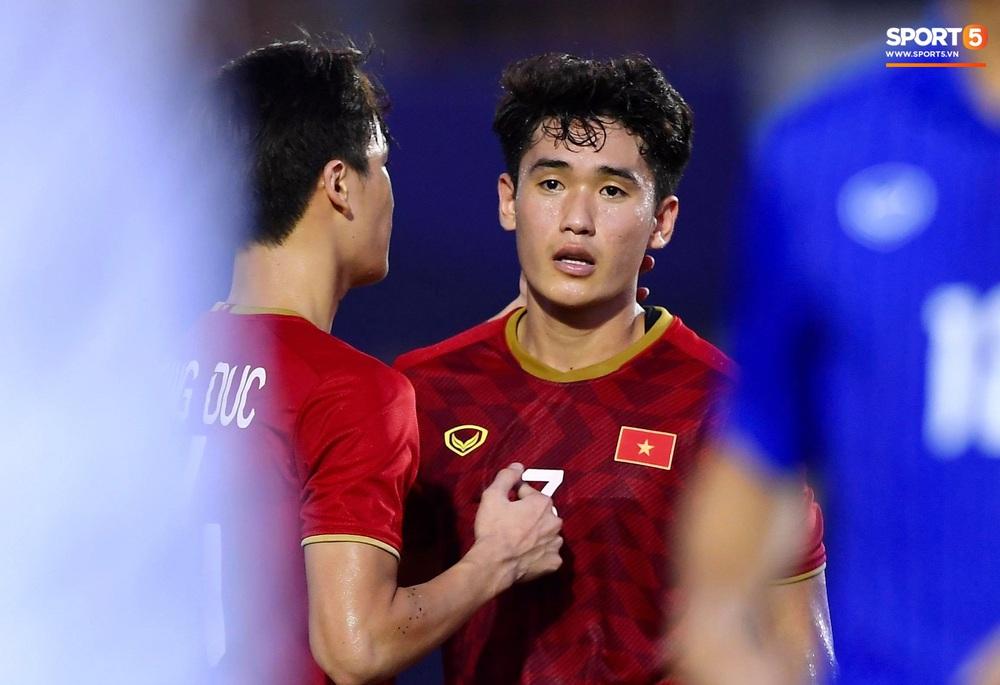 U22 Việt Nam ăn mừng đầy cảm xúc sau bàn thắng gỡ hòa 2-2 của Tiến Linh vào lưới U22 Thái Lan - Ảnh 6.