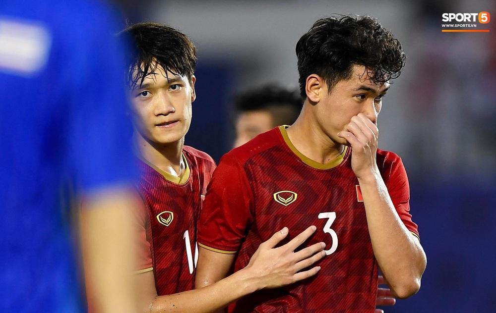 U22 Việt Nam ăn mừng đầy cảm xúc sau bàn thắng gỡ hòa 2-2 của Tiến Linh vào lưới U22 Thái Lan - Ảnh 5.