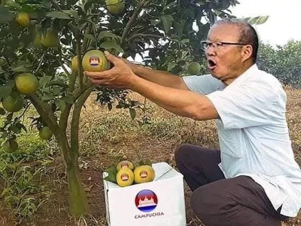 Cười bể bụng xem ảnh chế Đức Chinh nhấc bổng Campuchia - Ảnh 6.