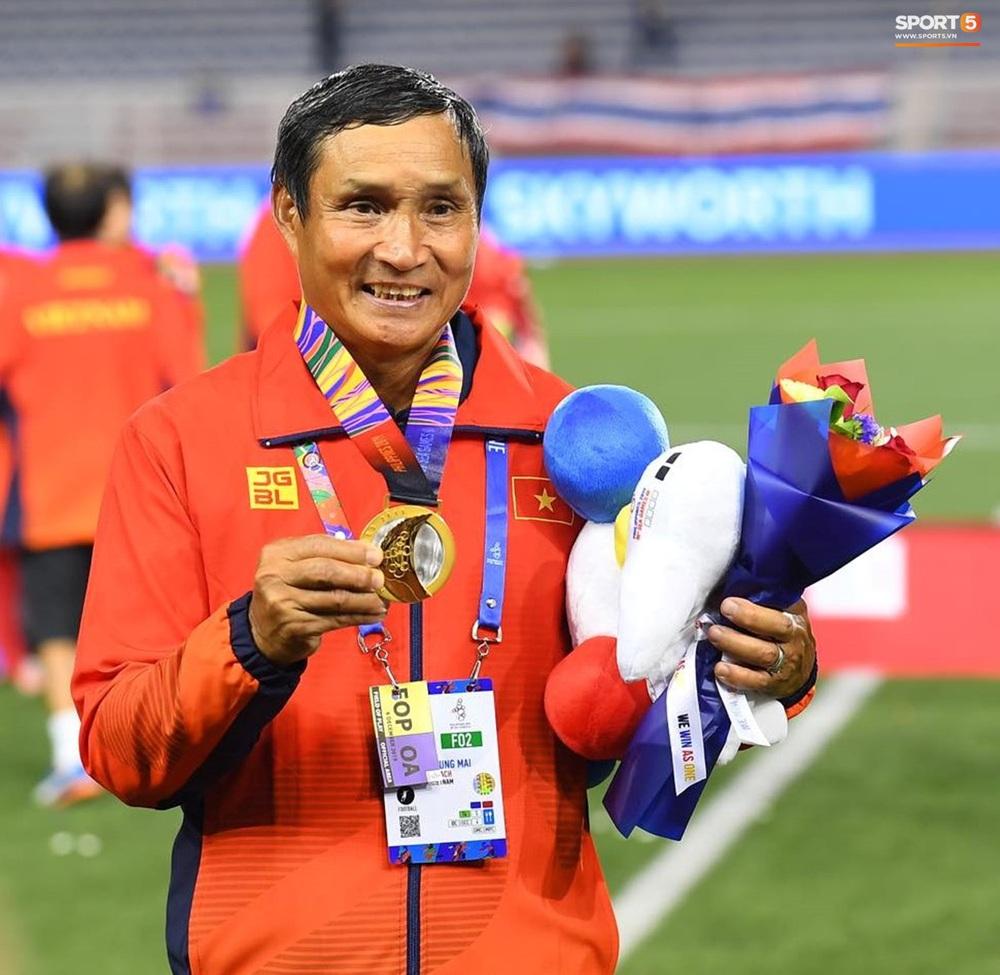 Tuyển nữ Việt Nam ăn mừng đầy cảm xúc sau khi đánh bại Thái Lan, khẳng định vị thế số 1 Đông Nam Á - Ảnh 13.