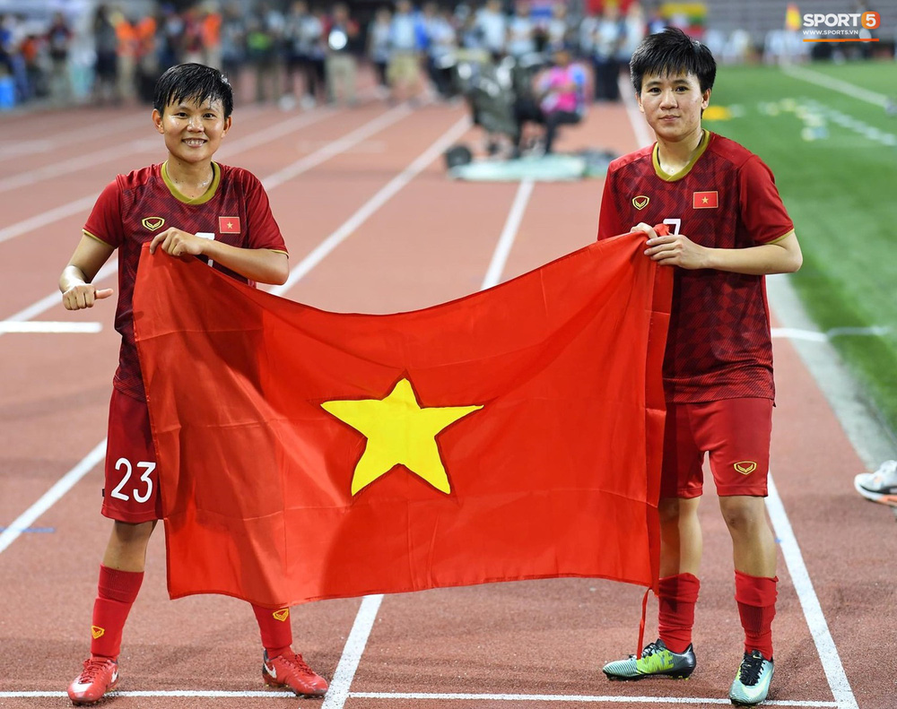 Tuyển nữ Việt Nam ăn mừng đầy cảm xúc sau khi đánh bại Thái Lan, khẳng định vị thế số 1 Đông Nam Á - Ảnh 9.