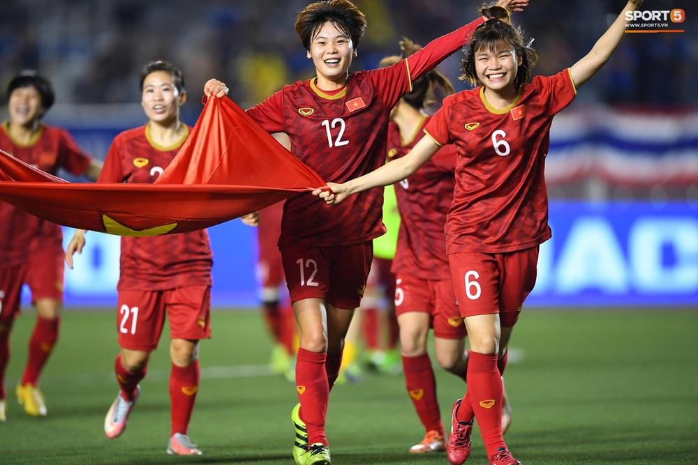 Tuyển nữ Việt Nam ăn mừng đầy cảm xúc sau khi đánh bại Thái Lan, khẳng định vị thế số 1 Đông Nam Á - Ảnh 8.