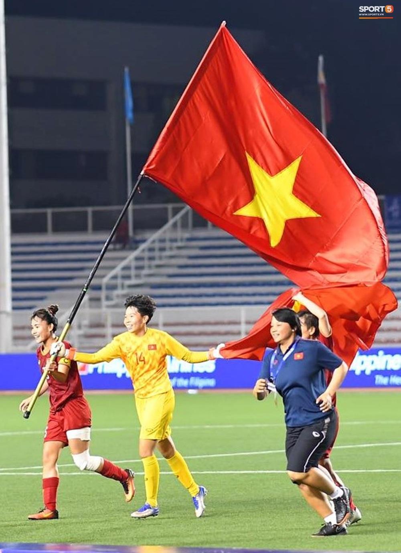 Tuyển nữ Việt Nam ăn mừng đầy cảm xúc sau khi đánh bại Thái Lan, khẳng định vị thế số 1 Đông Nam Á - Ảnh 10.
