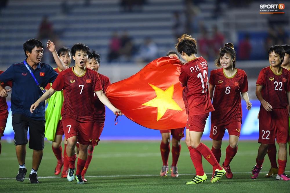 Tuyển nữ Việt Nam ăn mừng đầy cảm xúc sau khi đánh bại Thái Lan, khẳng định vị thế số 1 Đông Nam Á - Ảnh 7.