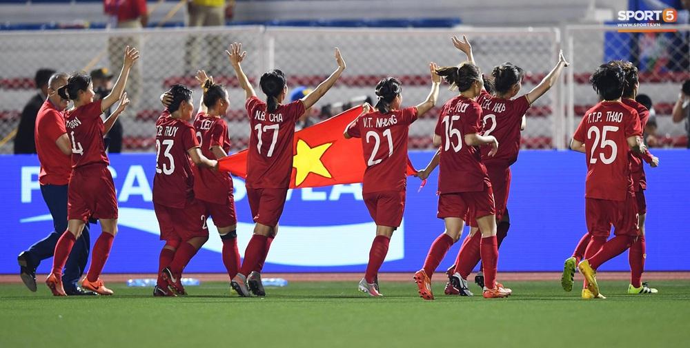 Tuyển nữ Việt Nam ăn mừng đầy cảm xúc sau khi đánh bại Thái Lan, khẳng định vị thế số 1 Đông Nam Á - Ảnh 5.
