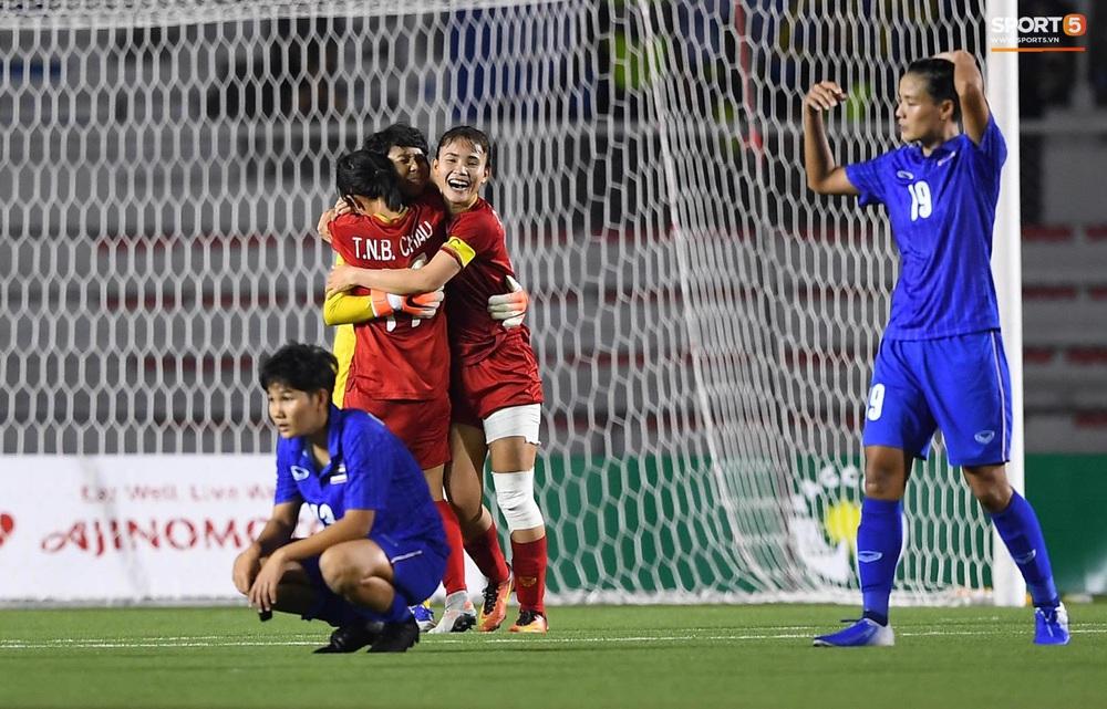 Tuyển nữ Việt Nam ăn mừng đầy cảm xúc sau khi đánh bại Thái Lan, khẳng định vị thế số 1 Đông Nam Á - Ảnh 4.