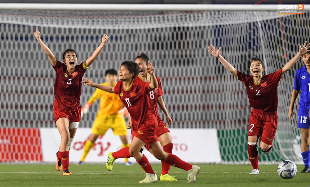 Tuyển nữ Việt Nam ăn mừng đầy cảm xúc sau khi đánh bại Thái Lan, khẳng định vị thế số 1 Đông Nam Á - Ảnh 2.