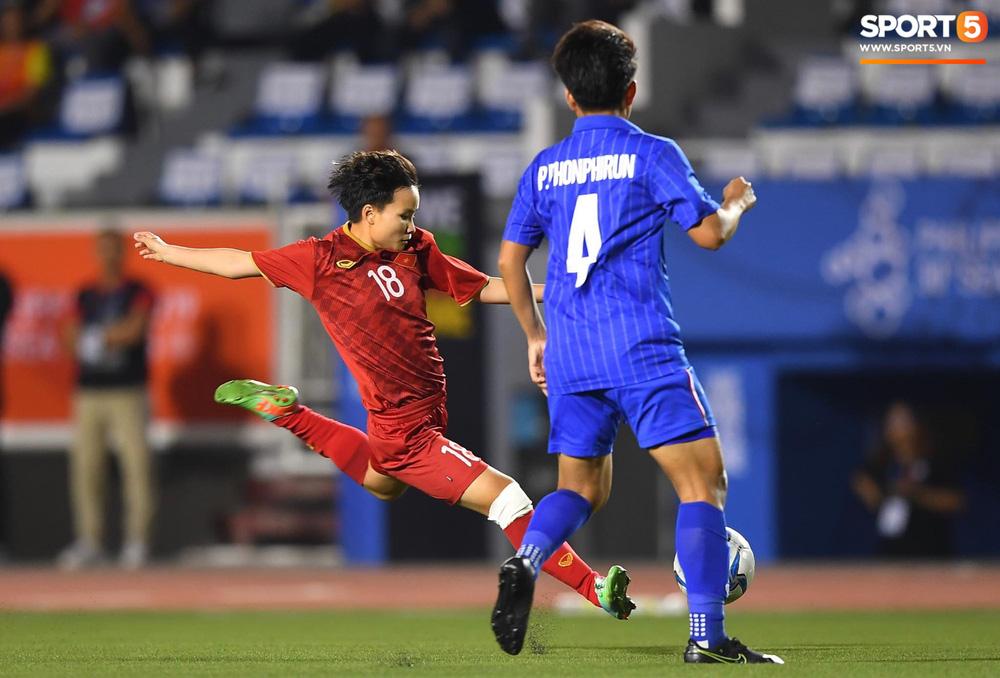 Fan xót xa hình ảnh tuyển thủ nữ Việt Nam rách đùi, băng gối vẫn lăn xả tranh bóng: Dù sao đấy cũng là một cô gái thôi mà - Ảnh 2.