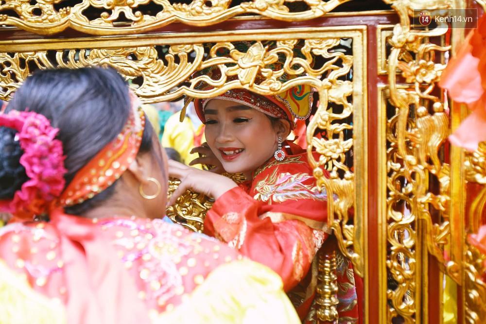 """Hà Nội: """"Tướng bà"""" 12 tuổi được ngồi trên kiệu, bảo vệ nghiêm ngặt tránh bị bắt cóc ở hội Gióng - Ảnh 10."""