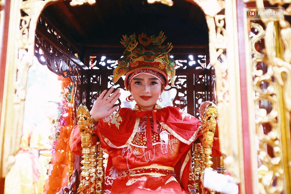 """Hà Nội: """"Tướng bà"""" 12 tuổi được ngồi trên kiệu, bảo vệ nghiêm ngặt tránh bị bắt cóc ở hội Gióng - Ảnh 5."""