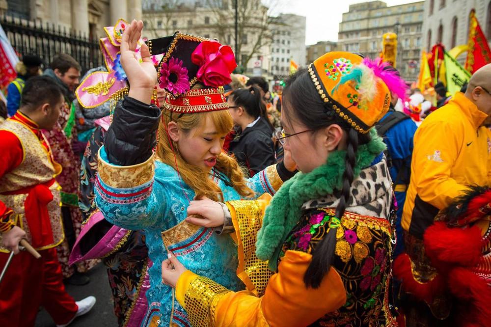 Ngắm khung cảnh rộn ràng đón Tết Nguyên Đán tại Chinatown ở London trong nửa thế kỷ qua - Ảnh 29.