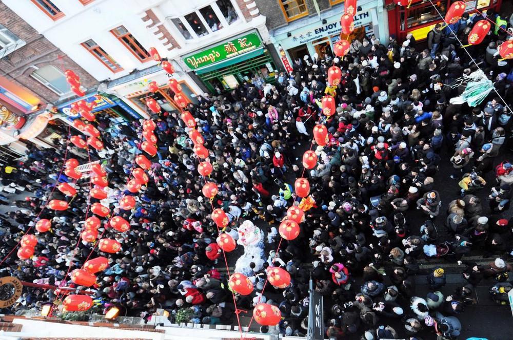 Ngắm khung cảnh rộn ràng đón Tết Nguyên Đán tại Chinatown ở London trong nửa thế kỷ qua - Ảnh 16.