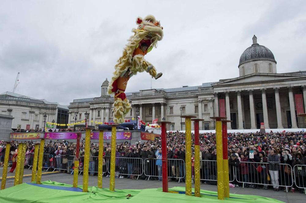 Ngắm khung cảnh rộn ràng đón Tết Nguyên Đán tại Chinatown ở London trong nửa thế kỷ qua - Ảnh 25.