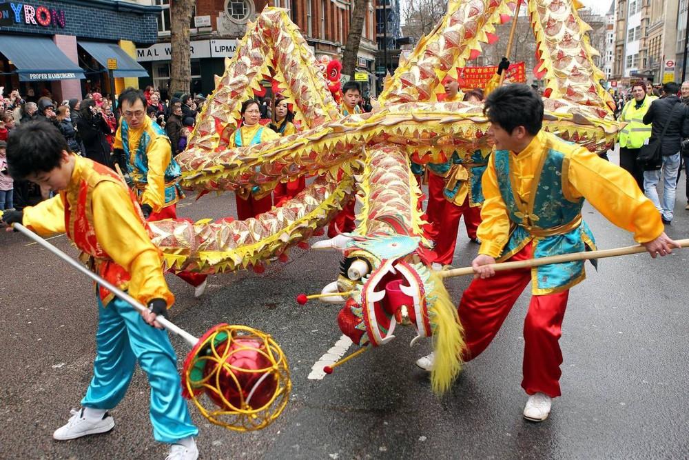 Ngắm khung cảnh rộn ràng đón Tết Nguyên Đán tại Chinatown ở London trong nửa thế kỷ qua - Ảnh 21.