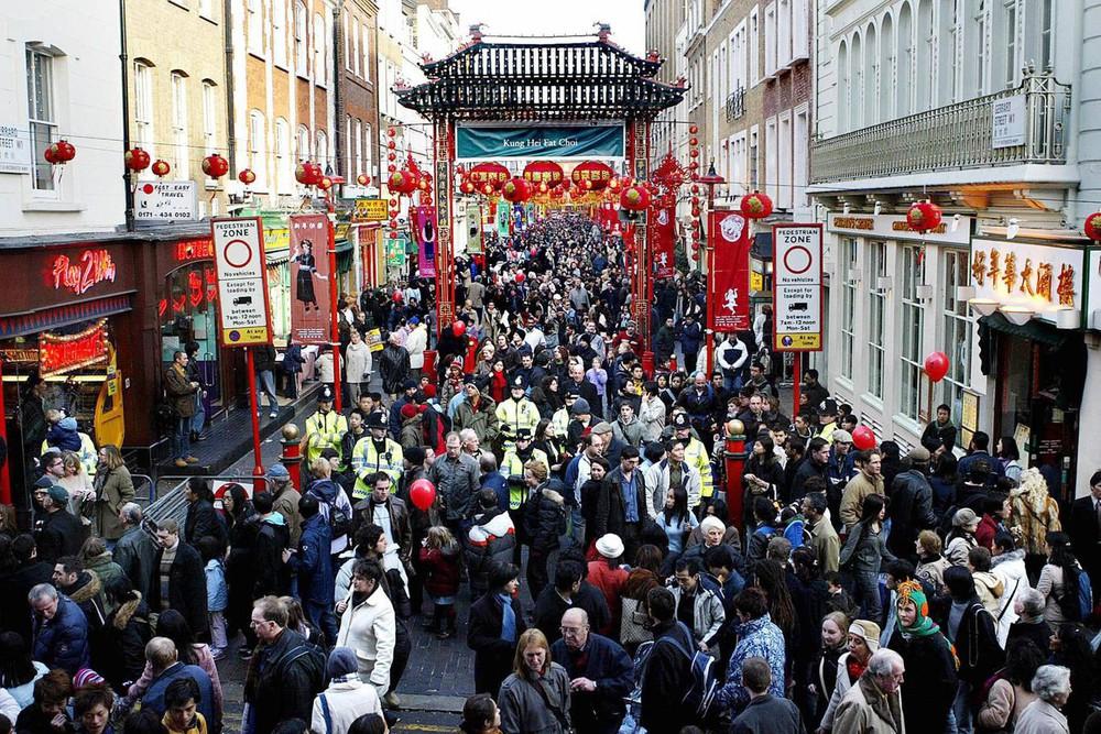 Ngắm khung cảnh rộn ràng đón Tết Nguyên Đán tại Chinatown ở London trong nửa thế kỷ qua - Ảnh 11.