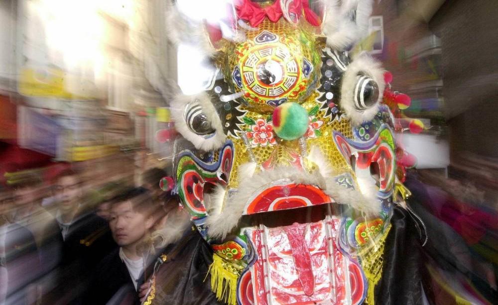 Ngắm khung cảnh rộn ràng đón Tết Nguyên Đán tại Chinatown ở London trong nửa thế kỷ qua - Ảnh 9.