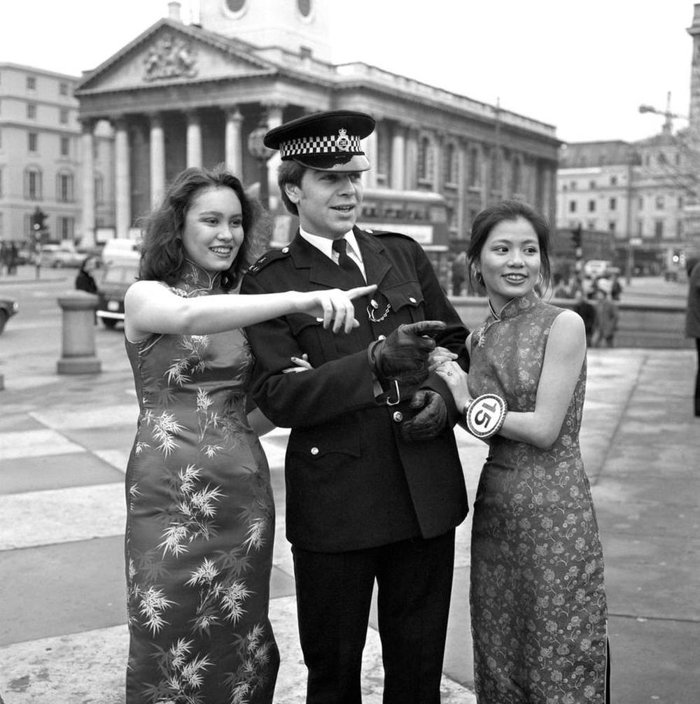 Ngắm khung cảnh rộn ràng đón Tết Nguyên Đán tại Chinatown ở London trong nửa thế kỷ qua - Ảnh 4.
