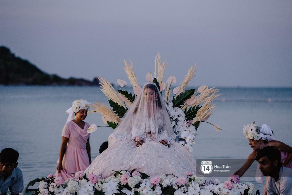 Chùm ảnh: Những khoảnh khắc ấn tượng nhất trong hôn lễ chính thức của cặp đôi tỷ phú Ấn Độ bên bờ biển Phú Quốc - Ảnh 12.