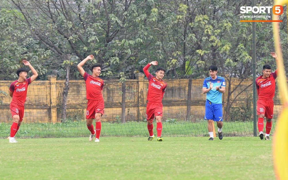 Bằng chứng cho thấy Đình Trọng chẳng làm gì cũng auto chiếm spotlight của các thầy tuyển U23 Việt Nam - Ảnh 5.