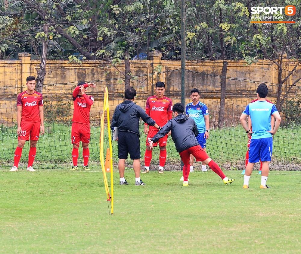 Bằng chứng cho thấy Đình Trọng chẳng làm gì cũng auto chiếm spotlight của các thầy tuyển U23 Việt Nam - Ảnh 4.