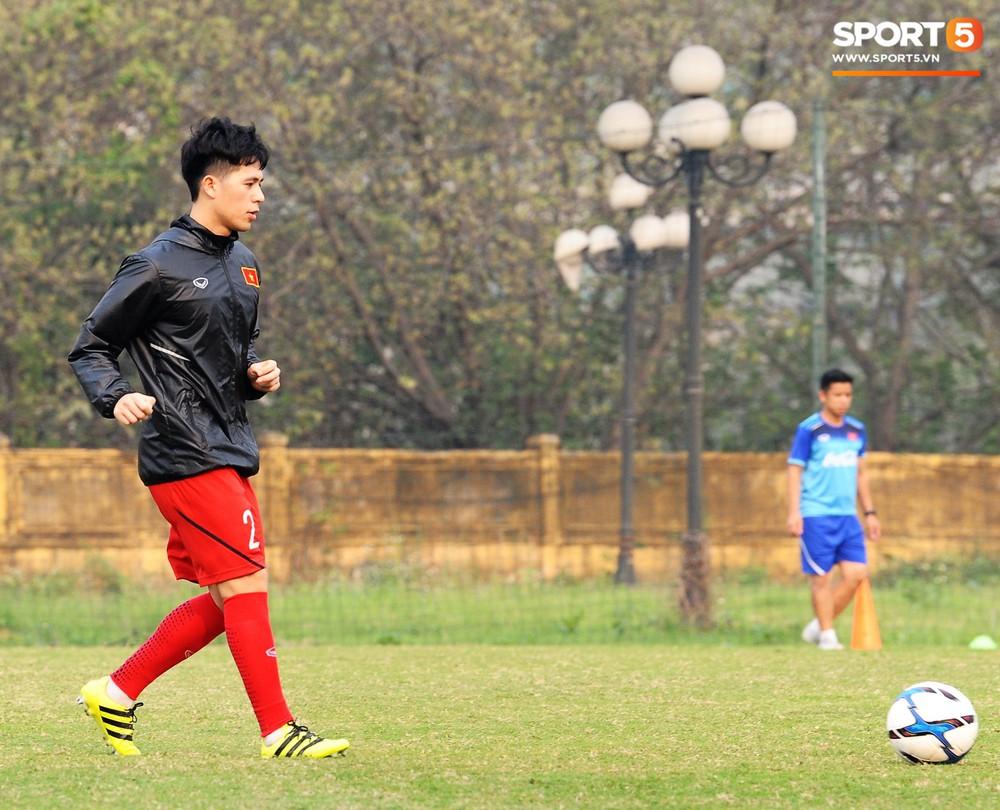 Bằng chứng cho thấy Đình Trọng chẳng làm gì cũng auto chiếm spotlight của các thầy tuyển U23 Việt Nam - Ảnh 2.