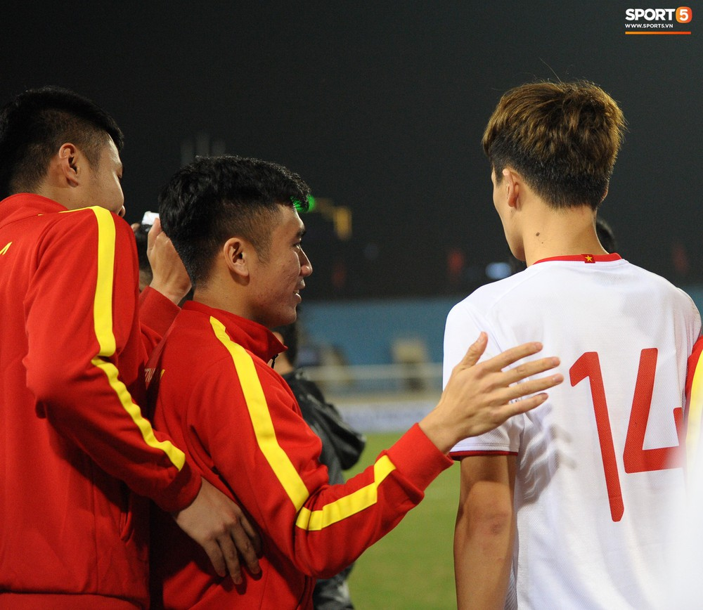 Sút hay nhưng chưa gặp may, tiền đạo điển trai của U23 Việt Nam được fan đồng lòng động viên - Ảnh 10.