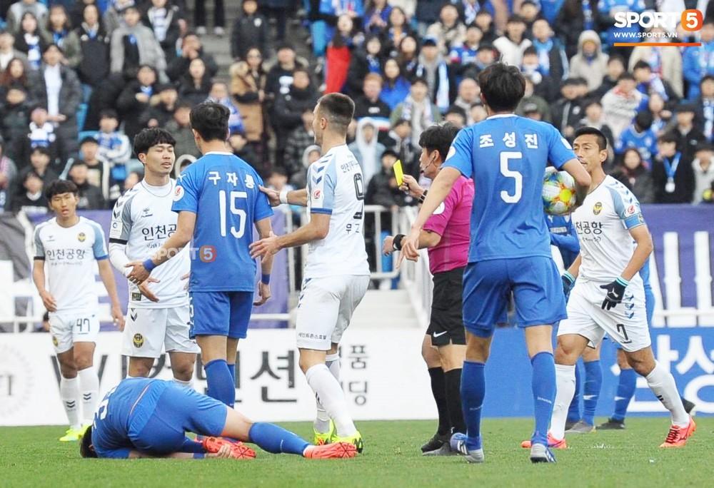 Công Phượng vò đầu tiếc nuối, nhận thẻ vàng đầu tiên trên đất Hàn Quốc - Ảnh 5.