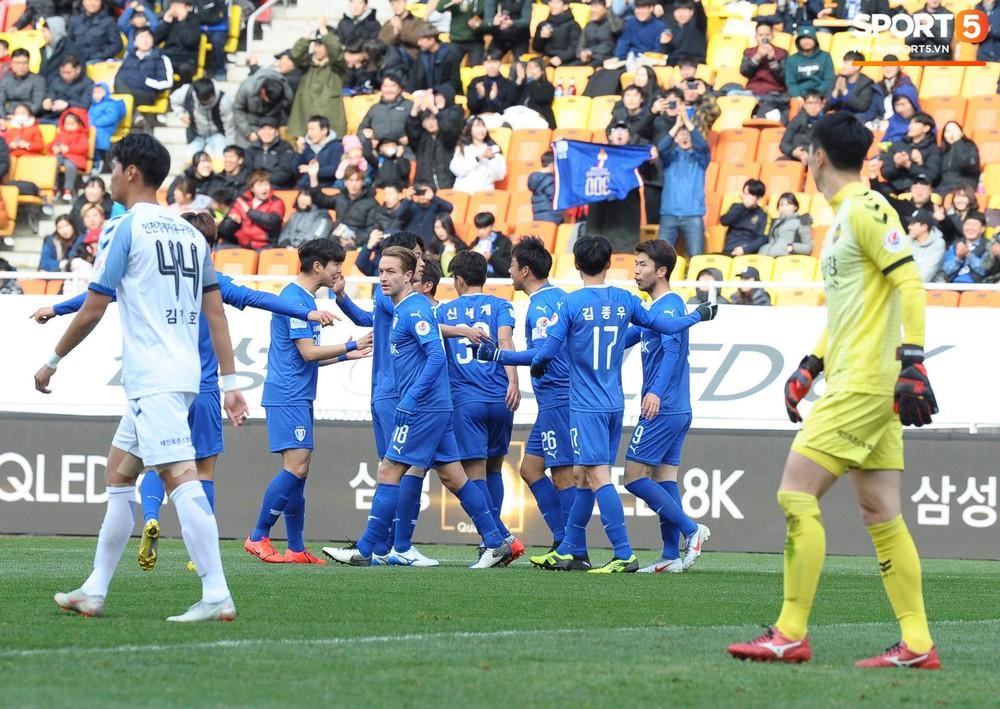 Công Phượng vò đầu tiếc nuối, nhận thẻ vàng đầu tiên trên đất Hàn Quốc - Ảnh 7.