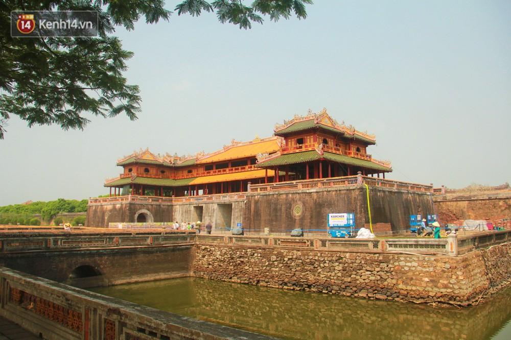 Cổng Ngọ Môn của Đại Nội Huế được khoác áo mới bằng công nghệ hơi nước nóng, trả lại màu sắc như 186 năm trước - Ảnh 11.