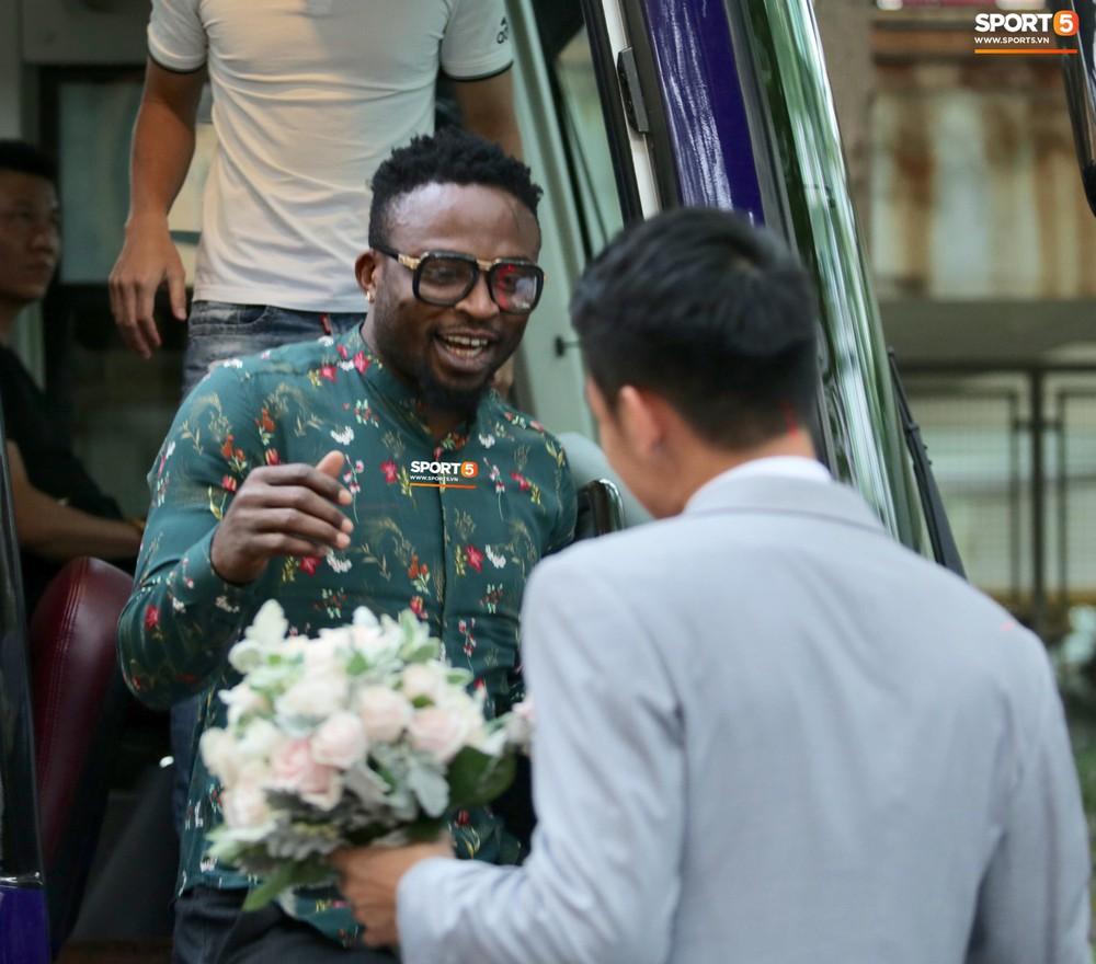 Dàn sao Hà Nội FC hóa soái ca áo trắng đến dự lễ cưới Hùng Dũng - Ảnh 12.
