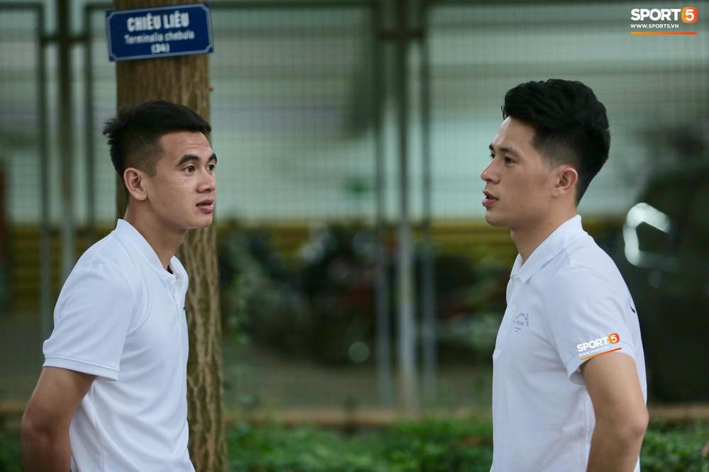 Dàn sao Hà Nội FC hóa soái ca áo trắng đến dự lễ cưới Hùng Dũng - Ảnh 10.