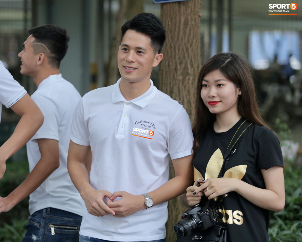 Dàn sao Hà Nội FC hóa soái ca áo trắng đến dự lễ cưới Hùng Dũng - Ảnh 11.