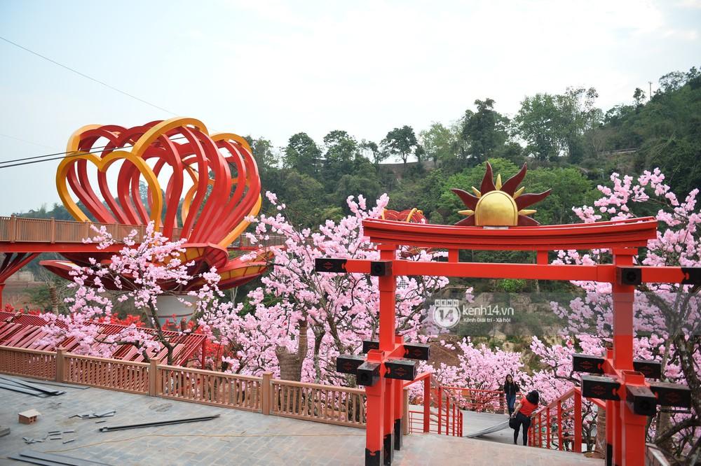 Cận cảnh chiếc cầu kính trong suốt tại Mộc Châu trước ngày khánh thành - Ảnh 23.