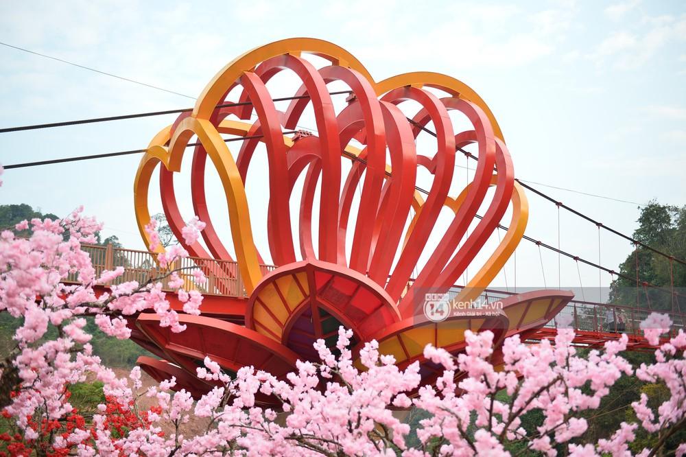 Cận cảnh chiếc cầu kính trong suốt tại Mộc Châu trước ngày khánh thành - Ảnh 7.