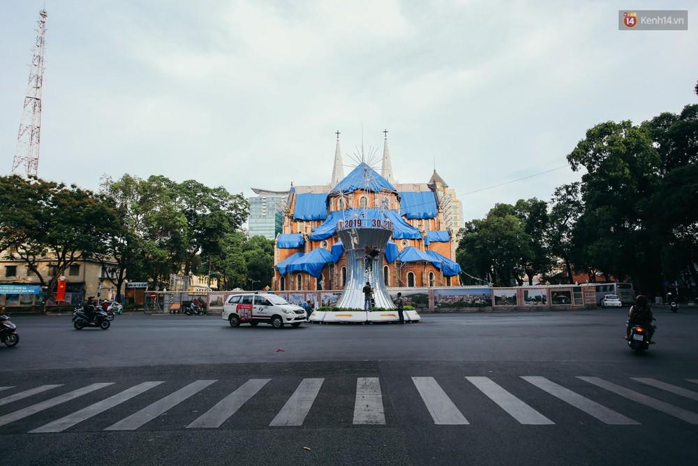 Sài Gòn bình yên lạ thường, đường phố vắng bóng phương tiện trong những ngày nghỉ lễ 30/4 - 1/5 - Ảnh 7.